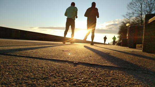 At motionere udenfor er sundt – både for dig og din pengepung.