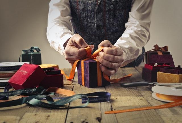 Den perfekte gave til pakkespillet - 3 sjove gaveideer